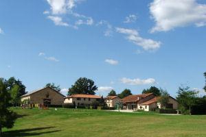 Gîtes communaux au bord de l'étang de Chambéry