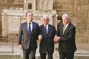 Visite des Présidents français et allemand dans le village Martyr